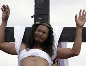 88c7/1239379810-jesus-crucifixion-re-enac-004.jpg
