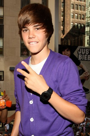 100314145128resized_Justin_Bieber_AP_2.jpg