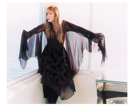Stevie Nicks performs new song