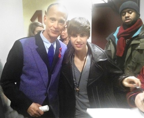 1291752739-john-waters-meets-justin-bieber-1453-1291739590-6.jpg