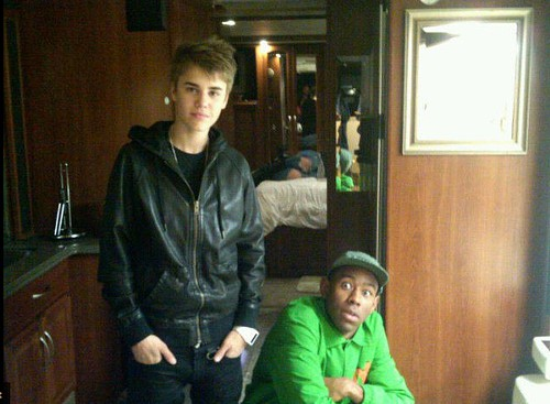 justin-biebers-little-green-friend-22768-1298737437-1.jpg