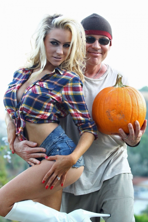 courtney-stodden-pumpkin-patch-1024-05-480x720.jpg